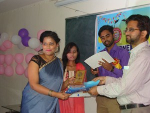 SNEHA MAURYA BEING FELICITATED WITH BEST STUDENT AWARD 2017